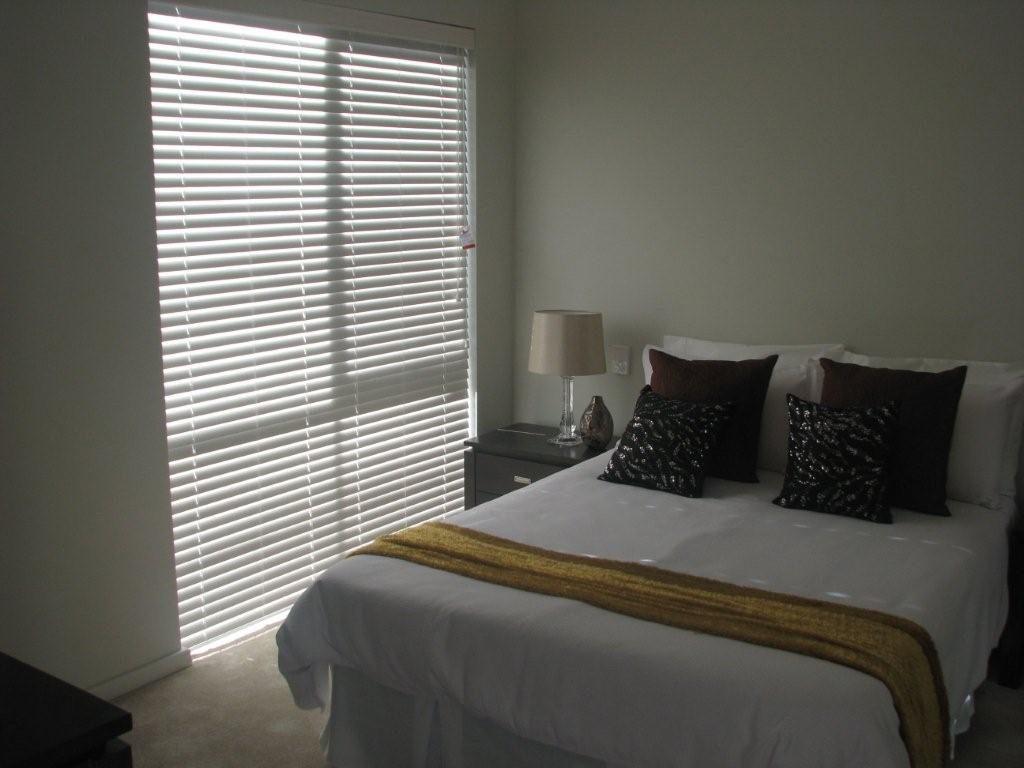 venetian blinds in a bedroom